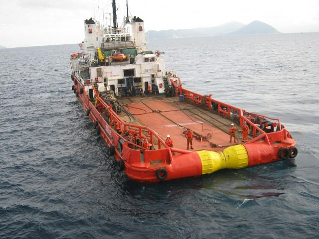 CARIBBEAN FOS approaching vessel to establish towing connection
