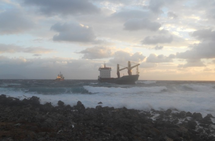 CARIBBEAN FOS assisting grounded vessel