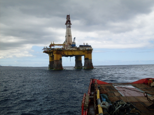 IONIAN SEA FOS assisting Rig