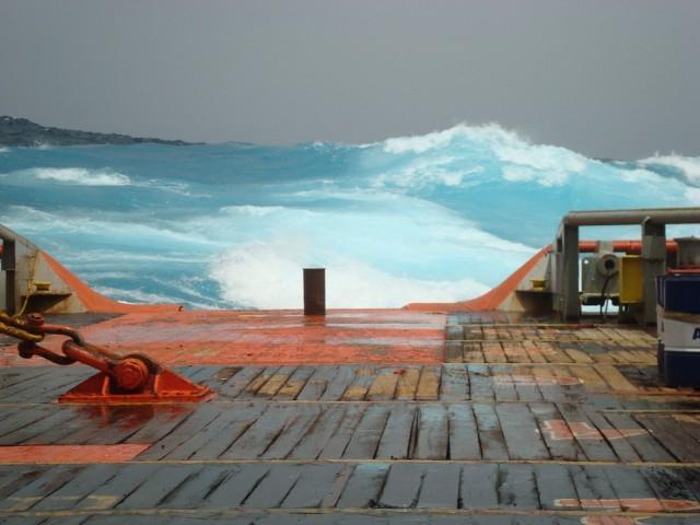 IONIAN SEA FOS towing in high seas