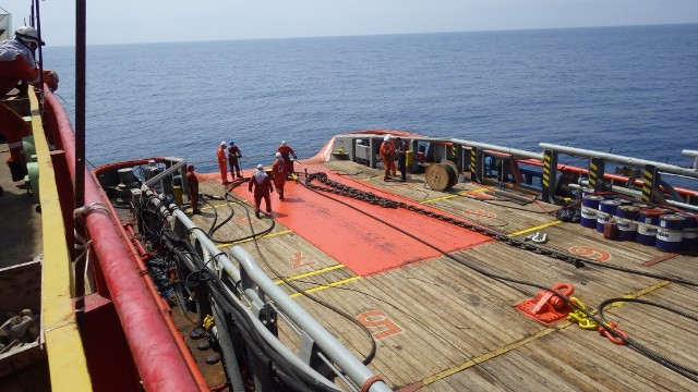IONIAN SEA FOS crew