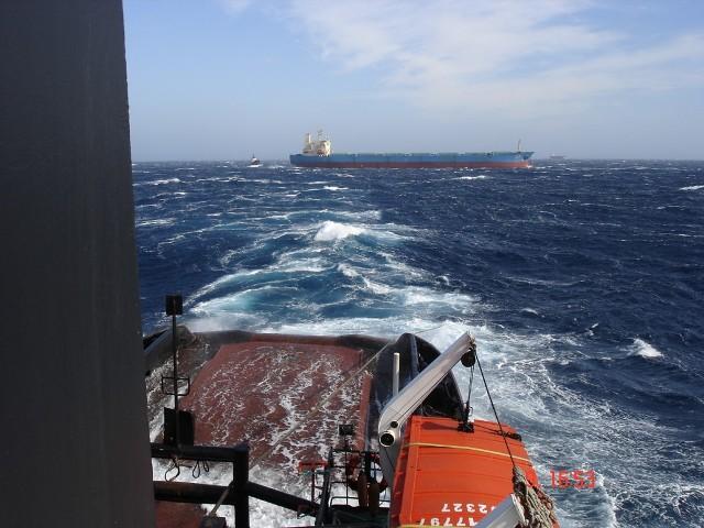 MED FOS towing MV WADI SUDR
