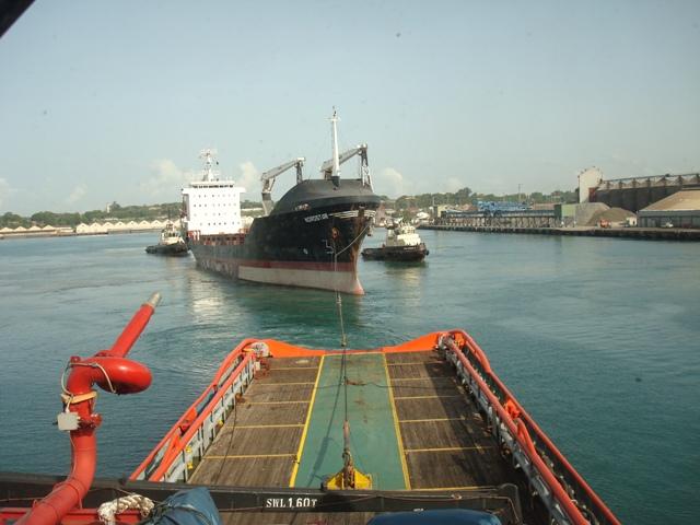 RED SEA FOS towing MV_NORDSTAR