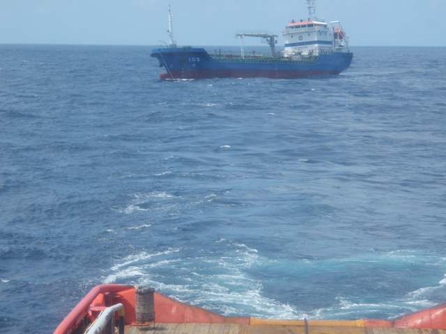 Five Oceans Salvage - CORAL SEA FOS assisting MV IOS