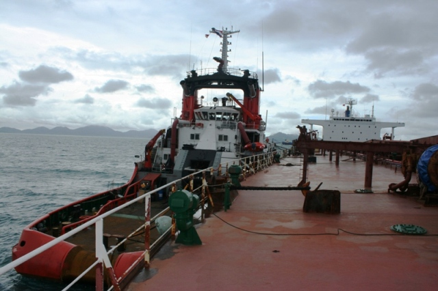 Five Oceans Salvage -Tug alongside MV AGHIOS MAKARIOS