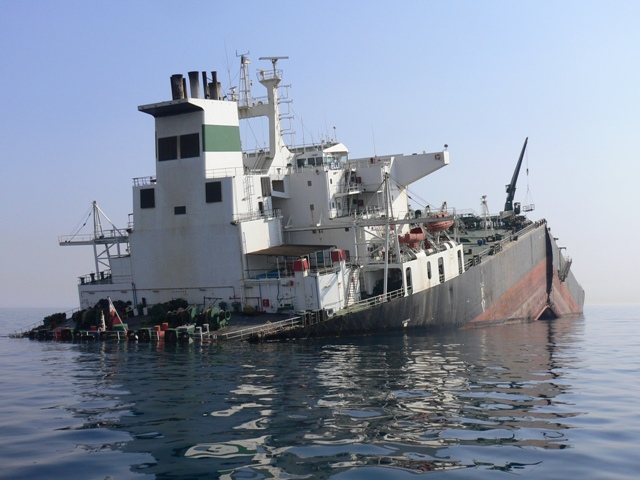 Five Oceans Salvage - MV ELLI broken in two
