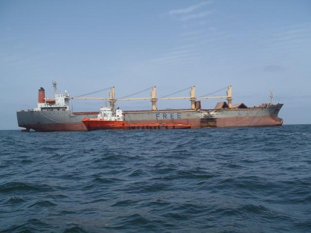 Five Oceans Salvage - ARABIAN SEA FOS alongside casualty