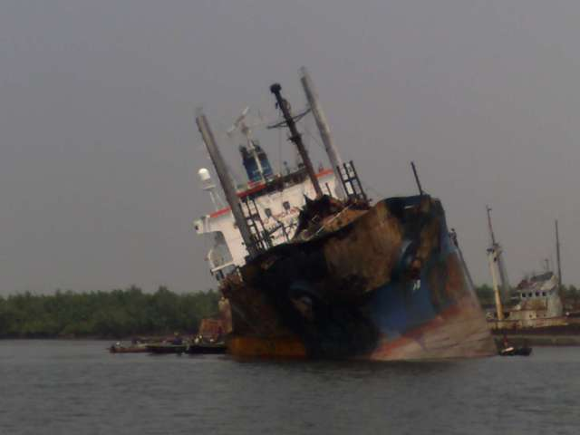 Five Oceans Salvage - MV GOLDEN LUCY