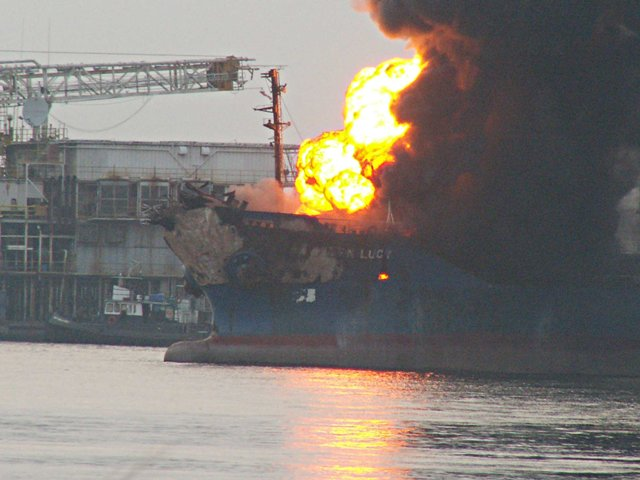 Five Oceans Salvage - MV GOLDEN LUCY on fire