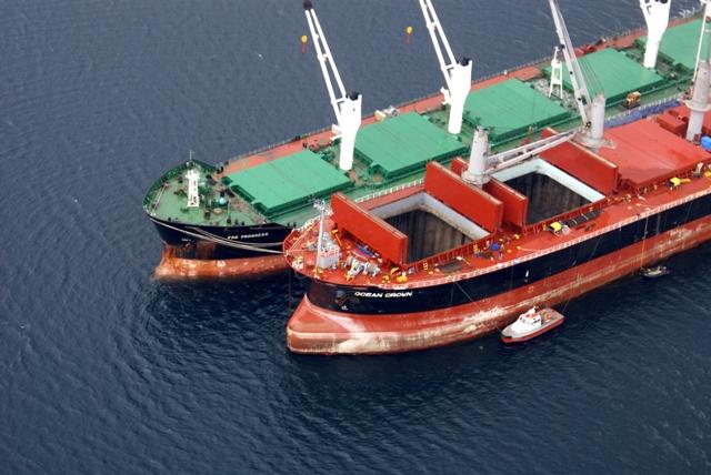 Five Oceans Salvage - Lightering operation MV OCEAN CROWN