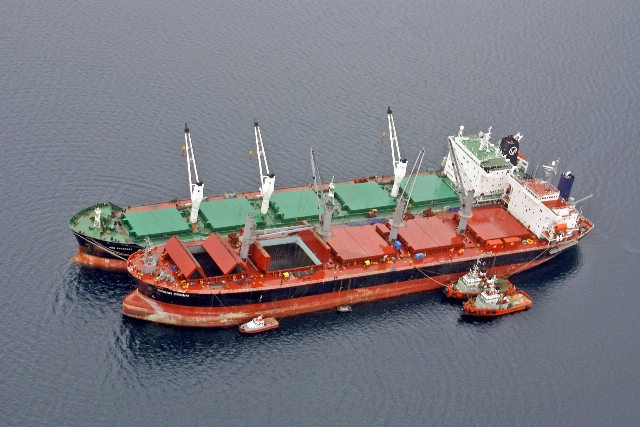Five Oceans Salvage - Lightering operation MV OCEAN CROWN
