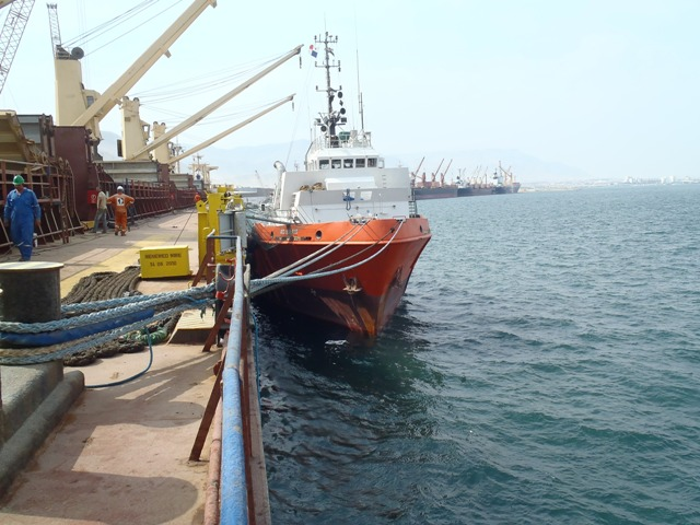 Five Oceans Salvage - RED SEA FOS alongside MV RENOS