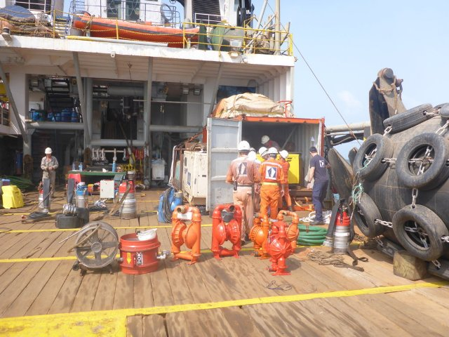 Five Oceans Salvage - Salvage equipment onboard