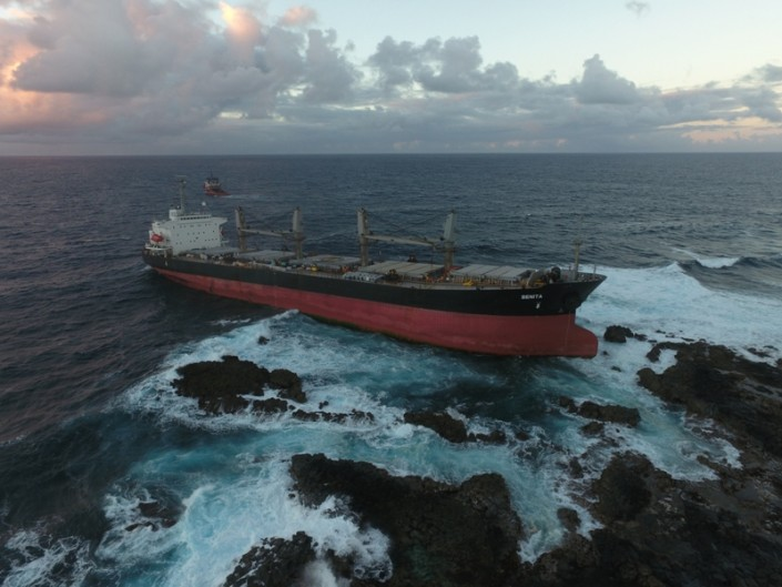 Five Oceans Salvage - MV BENITA connected to CORAL SEA FOS
