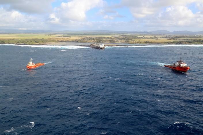 Five Oceans Salvage - CORAL SEA FOS & IONIAN SEA FOS connected to MV BENITA