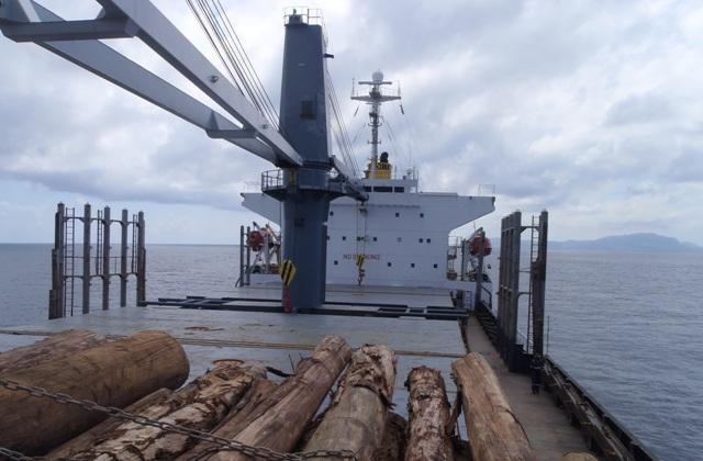 Five Oceans Salvage - Salvage team onboard MV TIVOLI
